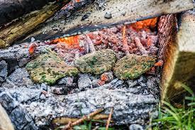 cuisiner les herbes sauvages cuisine des plantes sauvages au feu de bois complet cueilleurs