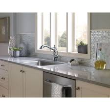 delta single kitchen faucet delta faucet 4197 dst cassidy polished chrome pullout spray