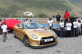 gold nissan car nissan hands over exclusive gold painted gt r to world u0027s fastest man