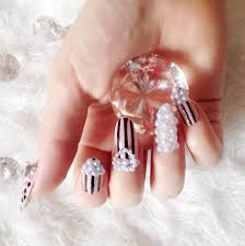 rhinestones and pearls design nail art