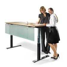 bureau à hauteur variable bureau réglable en hauteur benelux office