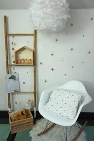 stickers étoiles chambre bébé stickers étoiles dorées pour relooker les murs de la chambre bébé