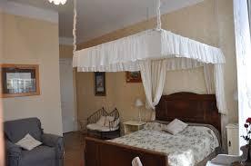 chambre dans un arbre chambre d hôtes beaumont de lomagne l arbre d or de marc aurèle