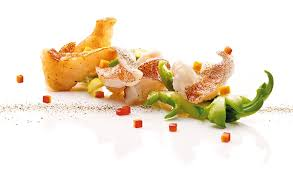 la cuisine de cl饌 獅峰骨香星斑球以浙江獅峰所產的龍井入饌 嫩芽含豐富氨基酸及維生素 能