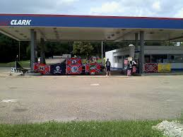 confederate flag humpers take over abandoned gas station