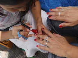 new york city nail salon workers file lawsuit over wages after