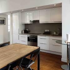 cuisine sur parquet parquet dans une cuisine quel type de bois choisir artirec