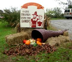 make a thanksgiving yard decoration