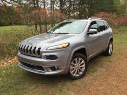 overland jeep cherokee on the road review ford escape se vs jeep cherokee overland