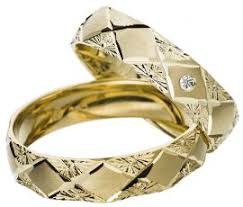 Yellow Gold Wedding Rings by Gold Wedding Ring With Diamond Cut Pattern
