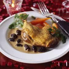 cuisiner un poulet de bresse recette poulet au vin jaune et aux morilles