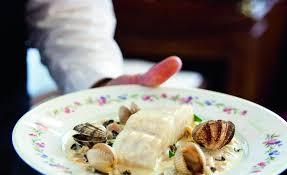 cuisiner le lieu jaune lieu jaune de ligne cuit au plat marinière de coquillages par alain