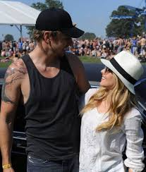 kristen bell and dax shepard cute pictures popsugar celebrity