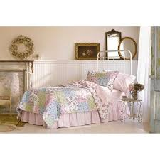 Shabby Chic Bed Skirts by Best 25 Simply Shabby Chic Ideas Only On Pinterest Shabby Chic