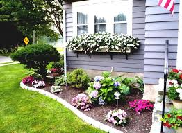 flower bed in front of house 5744