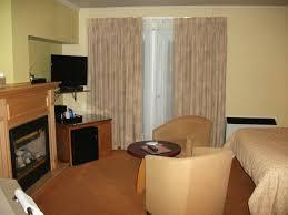 chambre foyer la chambre t v plasma un petit réfrigérateur foyer picture of