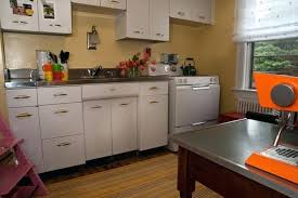Old White Metal Kitchen Cabinets Cleaning Old Metal Cabinets - Metal kitchen cabinets vintage