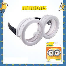 minion goggles on