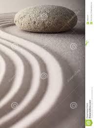 pierre pour jardin zen le jardin japonais de zen a ratissé la méditation en pierre de