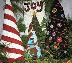Christmas Rug Hooked On Christmas Trees Rughookingmagazine Com