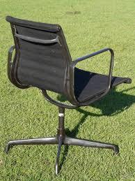 chaise de bureau vitra fauteuil de bureau gris eames groupe alu d occasion vintage design
