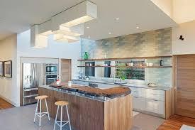cuisine contemporaine blanche et bois cuisine en l avec ilot central 11 mod232le de cuisine