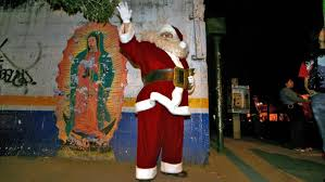 what does santa claus look like in mexico reference com