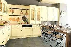 cuisine repeinte en noir cuisine en chene repeinte cuisine en cuisine en chene repeinte en
