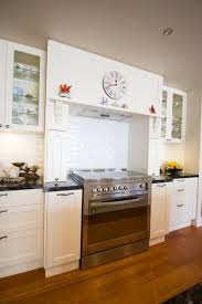 traditional kitchen freestanding oven with hob glass cabinets