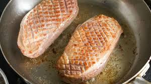 cuisiner les magrets de canard magrets de canard recette de magrets de canard au miel et aux