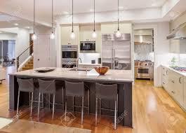 plancher cuisine bois cuisine intérieur avec l île évier armoires planchers de bois