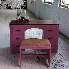 pink lady coiffeuse vintage peut être utilisé comme bureau