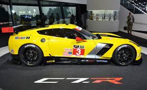corvette c7 r chevrolet corvette c7 r debuts in detroit autoguide com