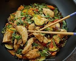 cuisine au wok facile recette wok de poulet sauté aux légumes et au sésame