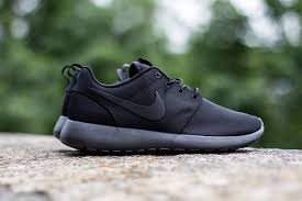 rosh run nike sportswear s fan favorite roshe run gets a tried and true
