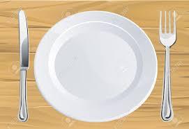 assiettes en bois assiette vide et le couteau et la fourchette place setting