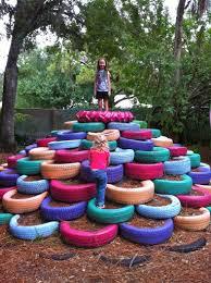 giochi da cortile i giochi di riciclo da proporre per il giardino condominiale