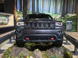 jeep grand cherokee trailhawk off road 2016 nyias 2017 jeep grand cherokee trailhawk lets you explore off