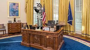 Desk In Oval Office by Zebra Dances On Oval Office Desk Last Week Tonight