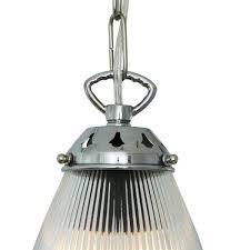 objet en metal suspension gadar suspension en verre par mullan lighting