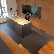 cuisine bois beton cuisine quip e effet b ton cir par beeck beton cire bois newsindo co