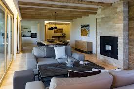 camini per interni camino in pietra per soggiorno ambienti realizzati con materiali