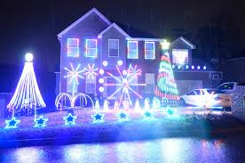 christmas light display synchronized to music knox homeowners spread holiday cheer with elaborate christmas light