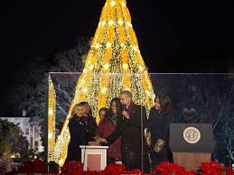 obama lights up us u0027 national christmas tree with reese witherspoon