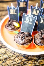 dirt and worms cupcakes 30 days of halloween 2017 day 10