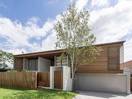 Modern Backyard Backyard House In Brisbane Opens Up A Light Filled Urban Nirvana