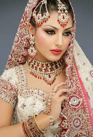 royal style dress up and jewellery for indian bride party
