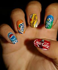 nagellack designs nagellack ideen mit figuren aus filmen zeichentrickfilmen und snacks