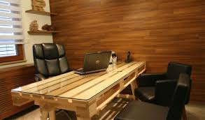 Building A Wooden Desk by 19 Diy Pallet Desks U2013 A Nice Way To Save Money And To Customize