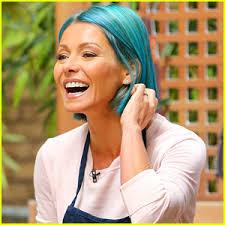 hair color kelly ripa uses kelly ripa debuts new bright blue hair color kelly ripa just jared